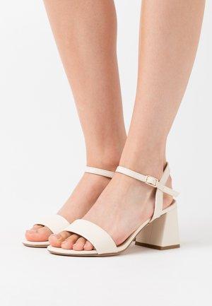 FLARE MID HEEL - Sandaalit nilkkaremmillä - offwhite