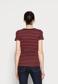Tommy Hilfiger - SKINNY OPEN - Print T-shirt - blue - 2