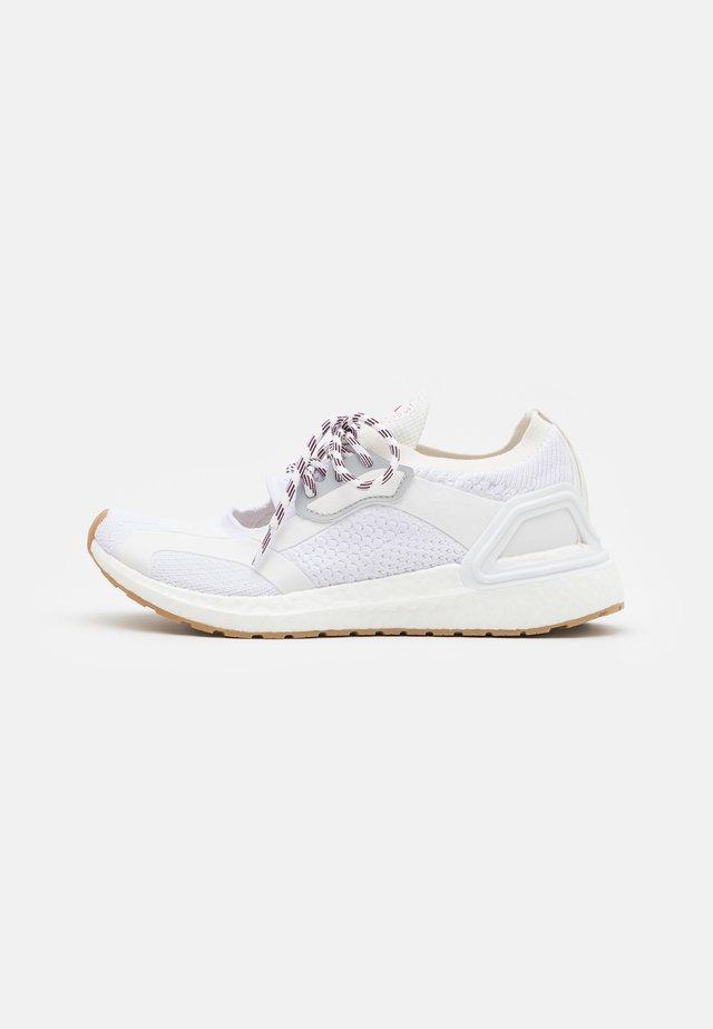 ASMC ULTRABOOST - Zapatillas de running neutras - footwear white/offwhite/cloud white