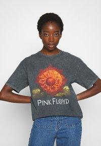 Topshop - PINK FLOYD TEE - T-Shirt print - black - 0