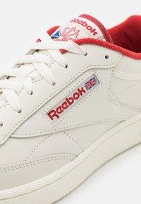Reebok Classic - CLUB C 85 UNISEX - Zapatillas - chalk/marred/chalk - 5