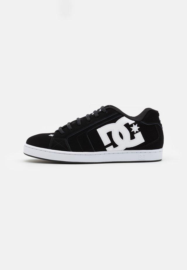 NET UNISEX - Skate shoes - black/white