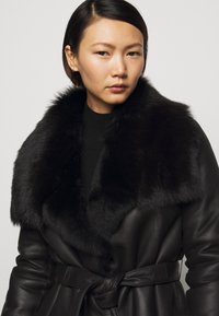 STUDIO ID - FLO SHEARLING COAT - Wollmantel/klassischer Mantel - black - 5