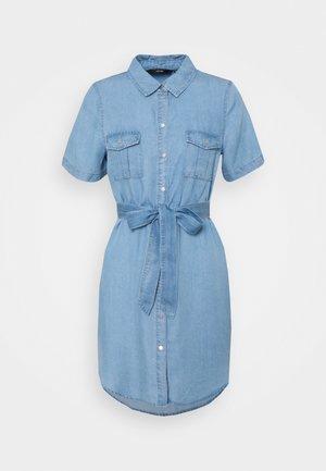VMSILJA SHORT SHIRT DRESS - Sukienka koszulowa - light blue denim