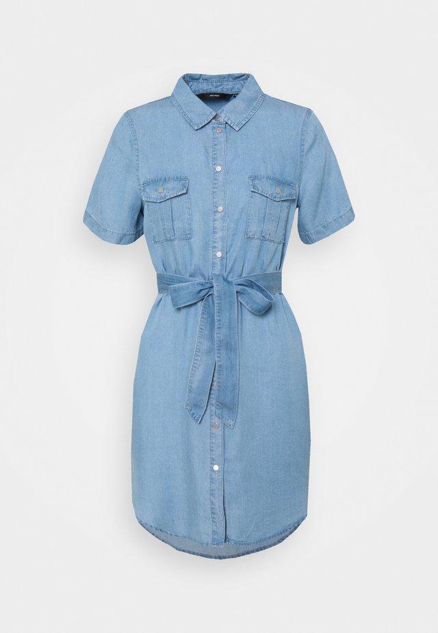 VMSILJA SHORT SHIRT DRESS - Shirt dress - light blue denim