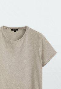Massimo Dutti - Print T-shirt - stone - 2