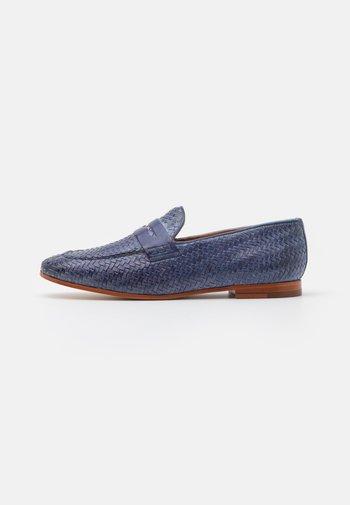 SCARLETT 52 - Slip-ons - moroccan blue/tan/natural