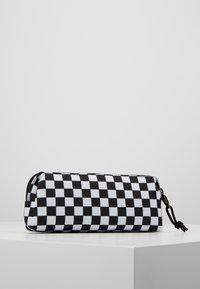 Vans - UY OTW PENCIL POUCH BOYS - Pencil case - black white check - 3