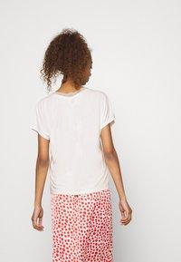 ONLY - ONLFREE LIFE MIX  - Print T-shirt - cloud dancer - 2