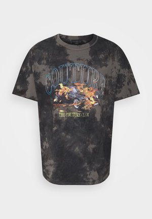 WITH FLAMING CAR GRAPHIC AND SUBTLE BLEACHIN - T-shirt med print - black