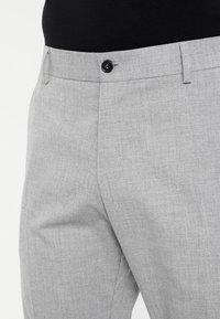 Selected Homme - SHDNEWONE MYLOLOGAN SLIM FIT - Garnitur - light grey melange - 8