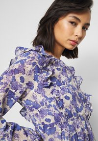 Vero Moda Petite - VMVIOLA SHORT DRESS - Kjole - birch/viola - 4