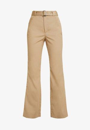 BELTED BOOTCUT PANTS - Kangashousut - beige