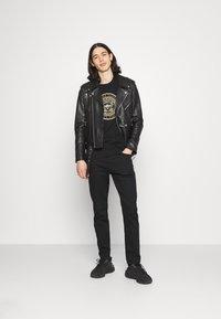 Glorious Gangsta - DONAEO TEE - T-shirt z nadrukiem - jet black - 1