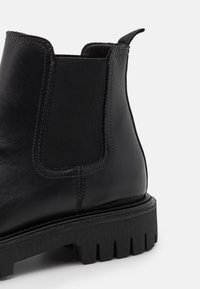 Tommy Hilfiger - CASUAL CHUNKY DRESS CHELSEA - Stiefelette - black - 5