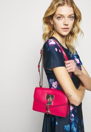 ELISSA SHOULDER FLAP - Across body bag - bright rose