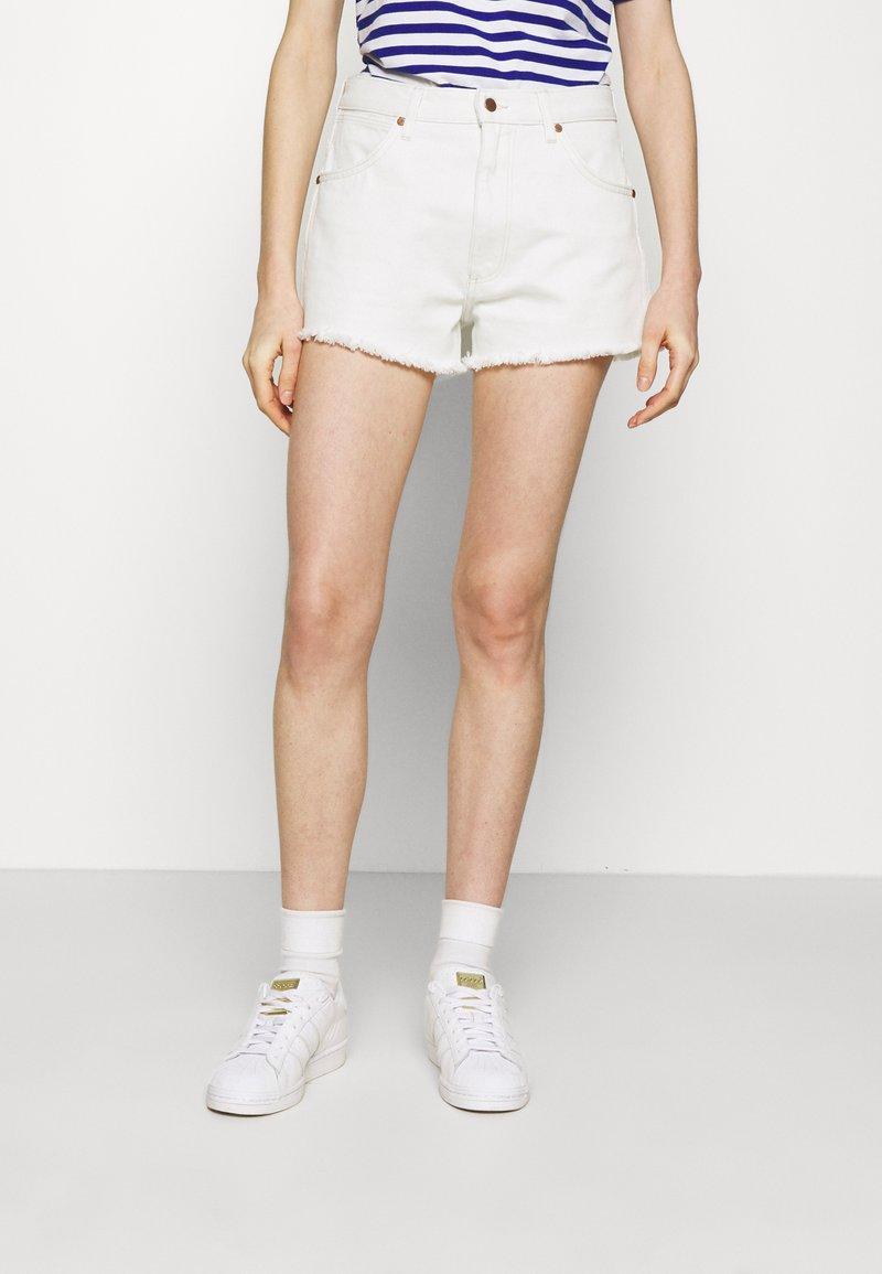 Wrangler - FESTIVAL  - Szorty jeansowe - white sand