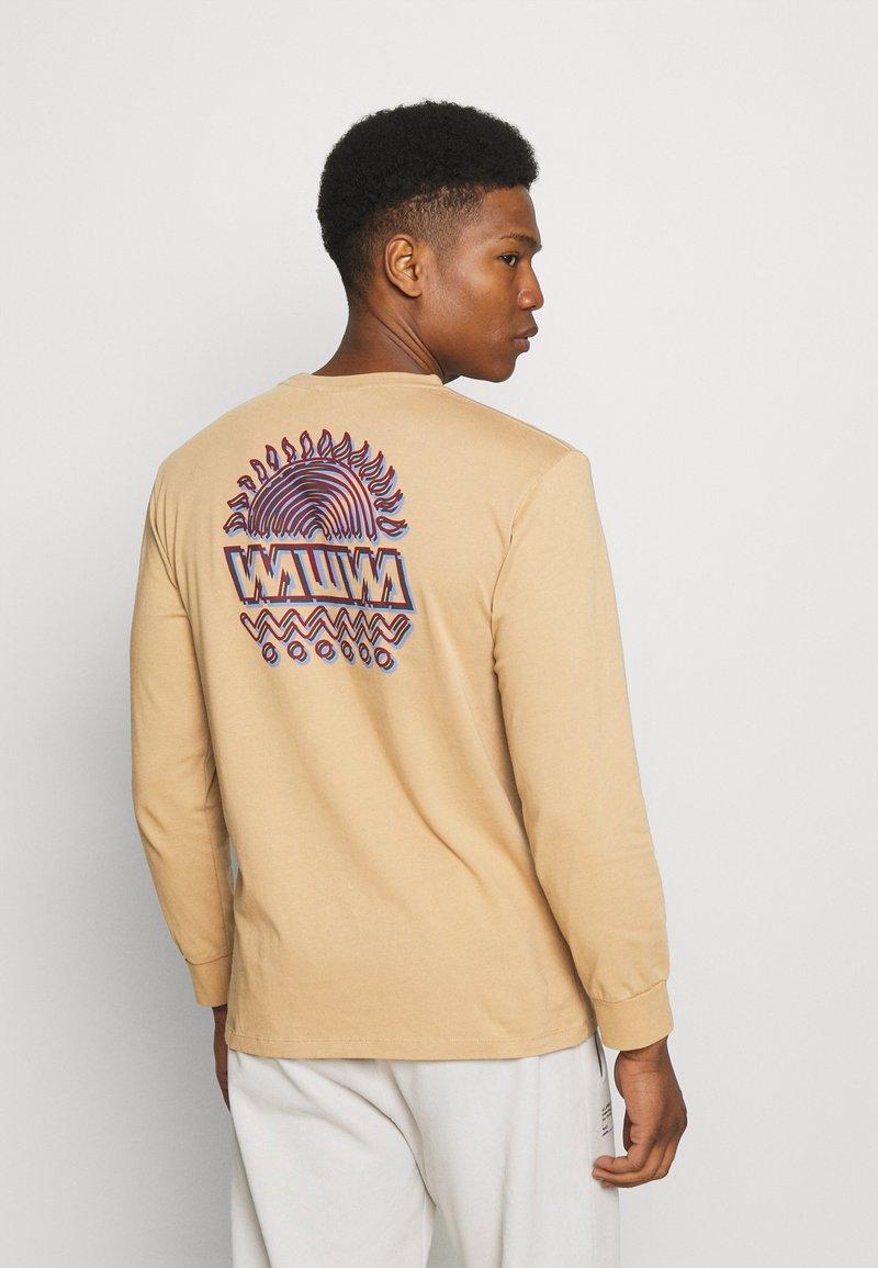 WAWWA - UNISEX SUNSPOTS  - Print T-shirt - gold