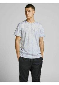Jack & Jones - Print T-shirt - alloy - 0