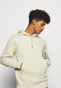 C.P. Company - HOODED - Sweat à capuche - oyster grey - 3