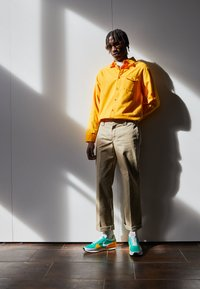 Nike Sportswear - DBREAK TYPE UNISEX - Trainers - stadium green/white/gold/black - 0