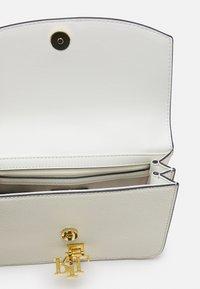 Lauren Ralph Lauren - PEBBLE SCARF MADISON - Handbag - vanilla - 3