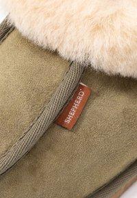 Shepherd - LENA - Slippers - olive/chestnut - 2