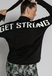 Studio Untold - T-shirt à manches longues - schwarz - 1