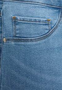 ONLY Carmakoma - CARFLORIA LIFE - Jeans Skinny Fit - light blue denim - 5