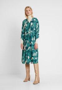 Noa Noa - DRAPE - Robe chemise - green - 1