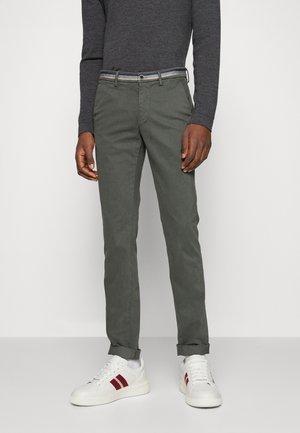 TORINOWINTER - Chino kalhoty - graugrün