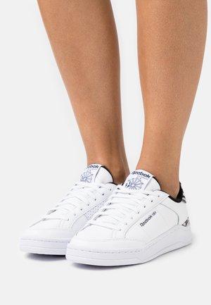 AD COURT - Sneakersy niskie - footwear white/core black