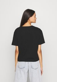 Tommy Jeans - FLORAL DETAIL TEE - T-shirts med print - black - 2