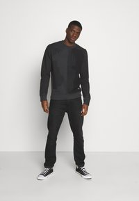 Jack & Jones - JCODENNIS CREW NECK - Sweatshirt - black - 1