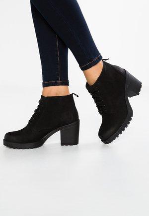 GRACE - Korte laarzen - black
