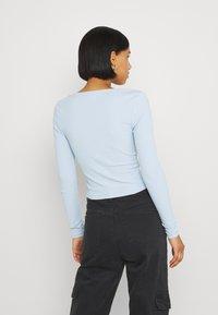 Monki - Maglietta a manica lunga - blue light - 2