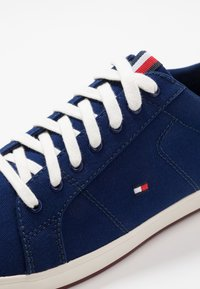 Tommy Hilfiger - ICONIC LONG LACE - Sneakersy niskie - blue - 5