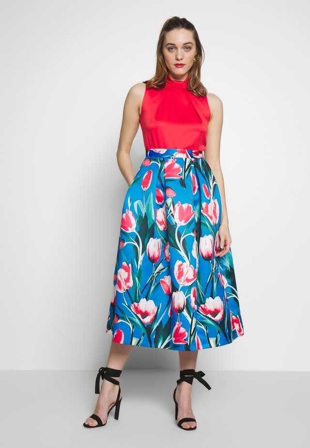 COLLAR FULL SKIRT DRESS - Cocktail dress / Party dress - red