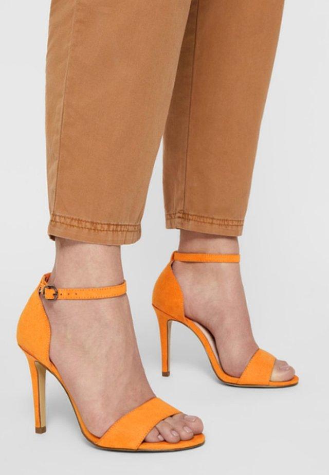 Sandaler med høye hæler - orange