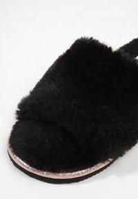 LASCANA - Pantoffels - black - 6