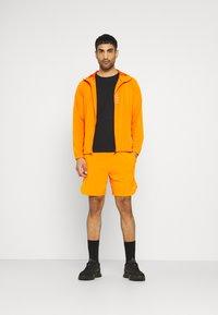 """Calvin Klein Performance - PRIDE 7"""" SHORT - Korte broeken - danger orange - 1"""