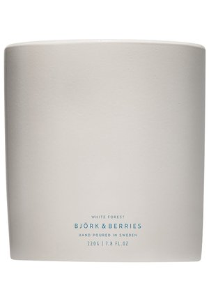 BJÖRK & BERRIES KERZE WHITE FOREST SCENTED CANDLE - Scented candle - -