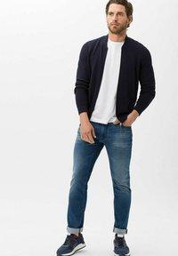 BRAX - STYLE CHUCK - Slim fit jeans - vintage blue used - 1