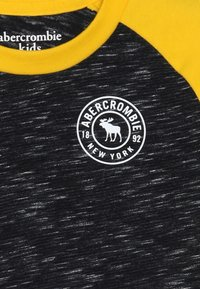 Abercrombie & Fitch - FOOTBALL TEE - Langærmede T-shirts - black/yellow - 3