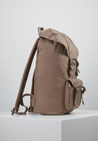 Herschel - LITTLE AMERICA LIGHT - Tagesrucksack - pine bark - 3