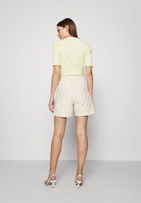 Selected Femme - SLFCECILIE - Shorts - sandshell - 2