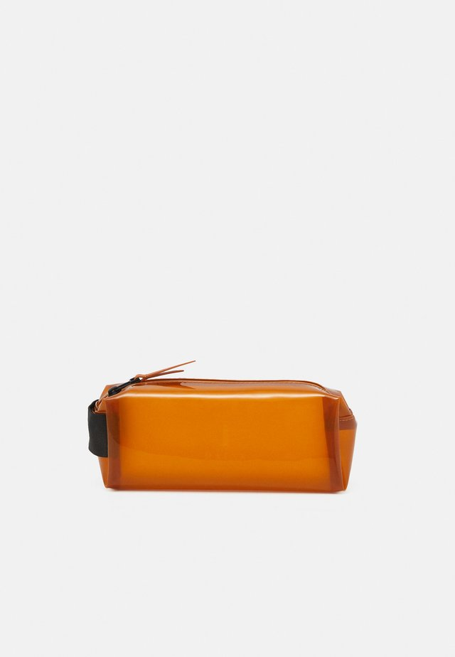 PENCIL CASE - Kosmetiktasche - shiny amber
