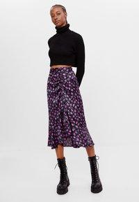 Bershka - MIT BLUMENPRINT - A-line skirt - black - 1