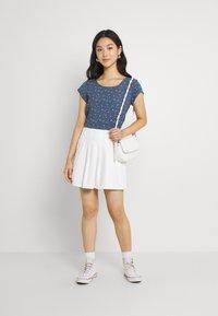 ONLY - ONLNOVA LUX - Camiseta estampada - bering sea - 1