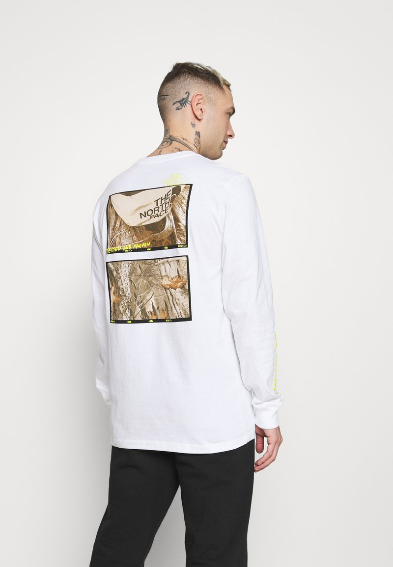 The North Face - BASE FALL GRAPHIC TEE - Long sleeved top - white